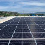Instalación fotovoltaica en una cubierta industrial sin perforación