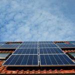 ¿Por qué no se ven más tejados con placas solares para autoconsumo?